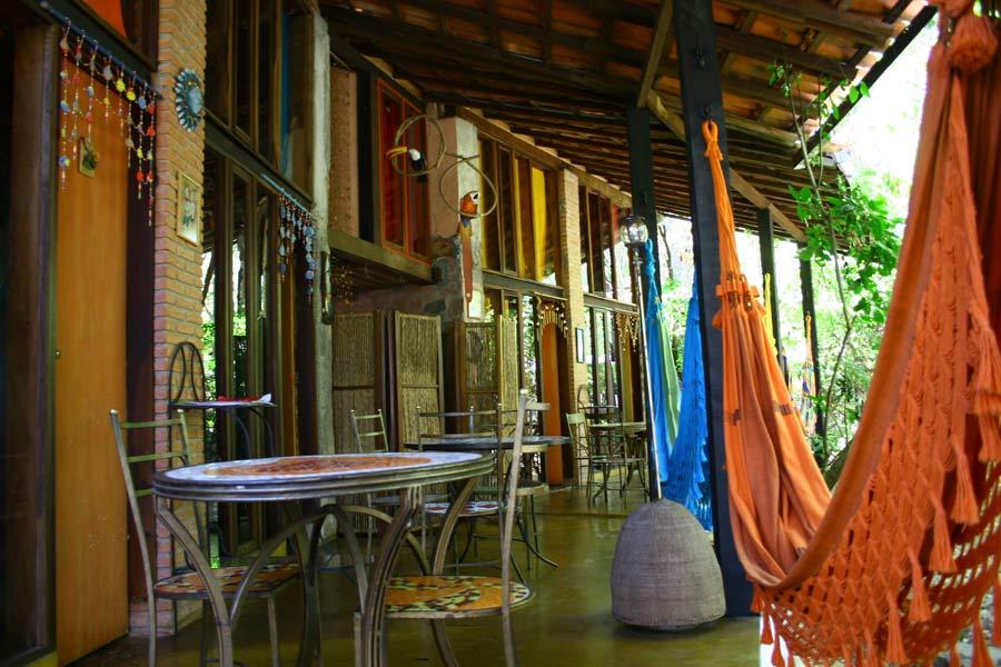 Vista interna da pousada Casa das Flores - Chapada dos Veadeiros
