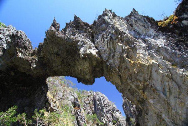 Ponte de Pedras - Atrativo na Chapada dos Veadeiros